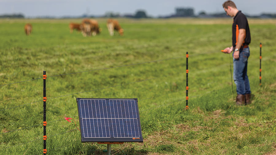 How do electric fences work